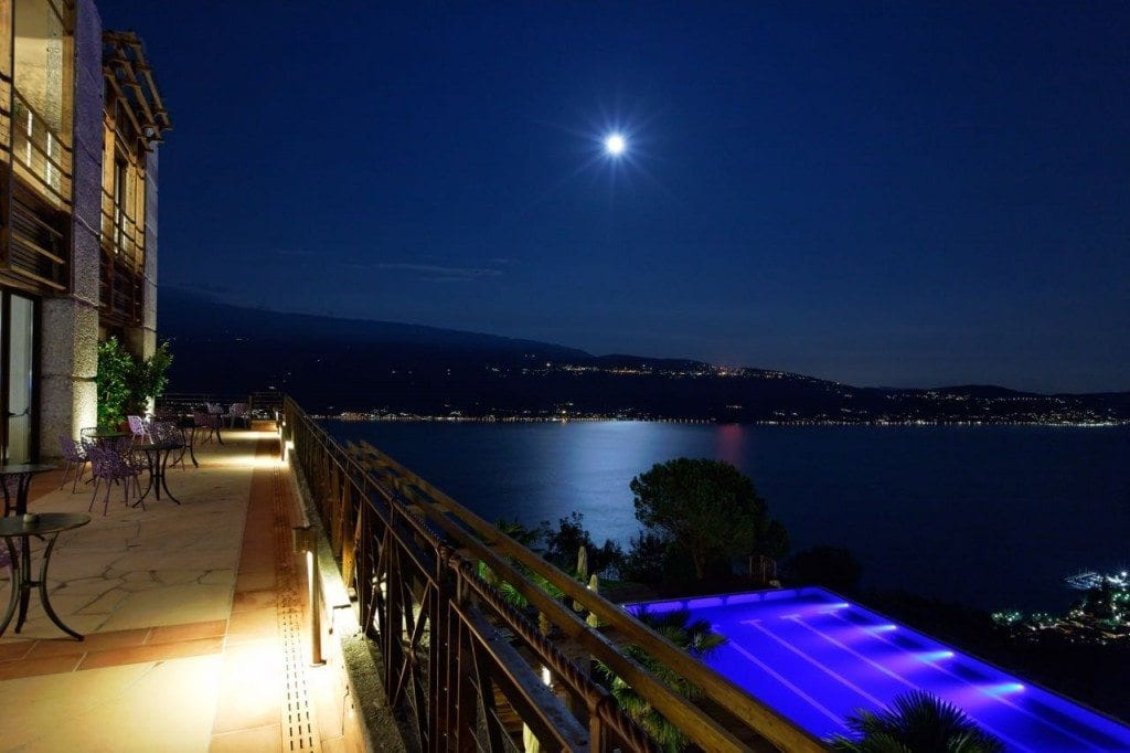 Terrace at night_ISC315