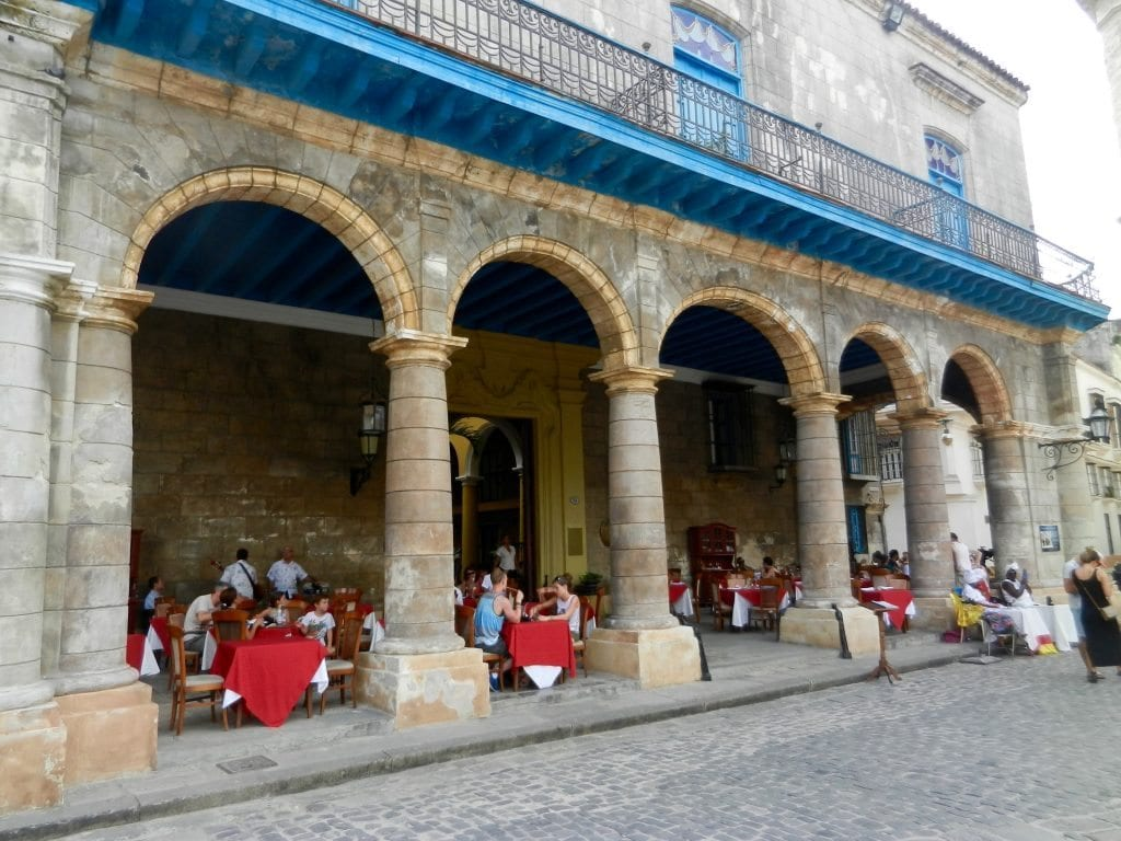 Cuba, eating under the arches